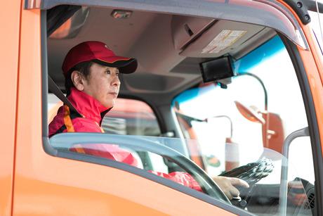 【大型ドライバー/正社員】免許を活かし、即戦力として活躍しませんか?食品ルート配送トラック運転手募集