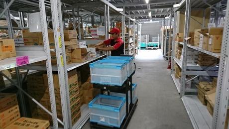 夜中心の時間帯・曜日にて働き方が選べる!倉庫内にて専用台車による簡単な仕分け作業のお仕事です。